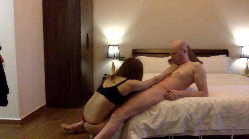 上海外企上班的白领美女色诱领导酒店啪啪
